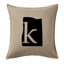 Cojín vintage con la letra K en color gris
